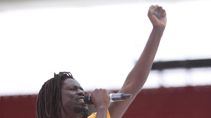 Emmanuel Jal, durante uno de sus conciertos. / Fotografía: Emmanuel Jal Management