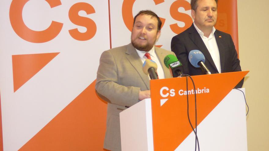 Los diputados de Ciudadanos, Rubén Gómez y Juan Ramón Carrancio.