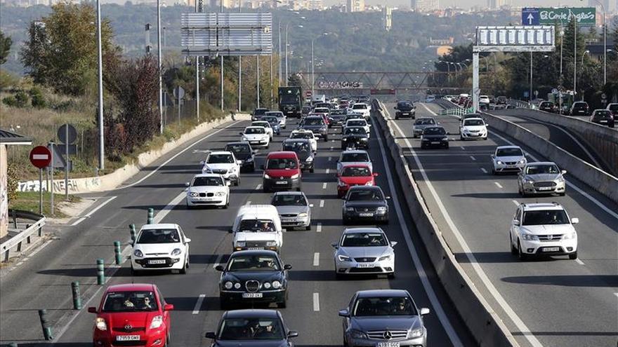 Aumentan las retenciones en Madrid y Barcelona por la salida del puente
