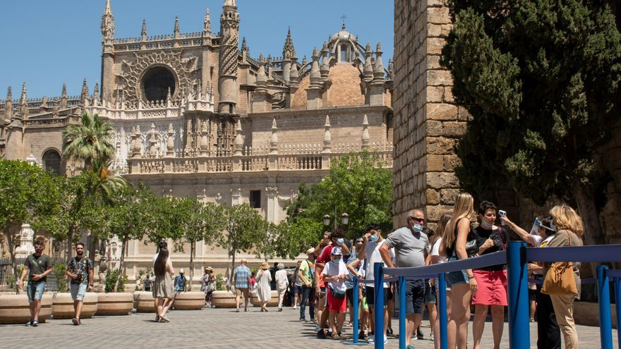 Andalucía registra 5.138 contagios, 7 muertos y una incidencia que sube a 582