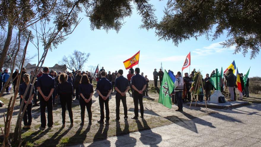 El acto de homenaje a dos víctimas franquistas en la Guerra Civil que tuvo lugar en Majadahonda. /Acción Juvenil Española