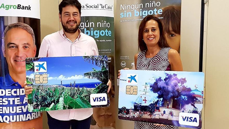 El alcalde de Barlovento, Jacob Qadri, con la tarjeta.