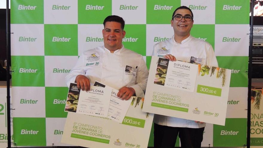 Daniel Tejera (izquierda) y Eduardo González, los premiados en el certamen de jóvenes cocineros de GastroCanarias 2019