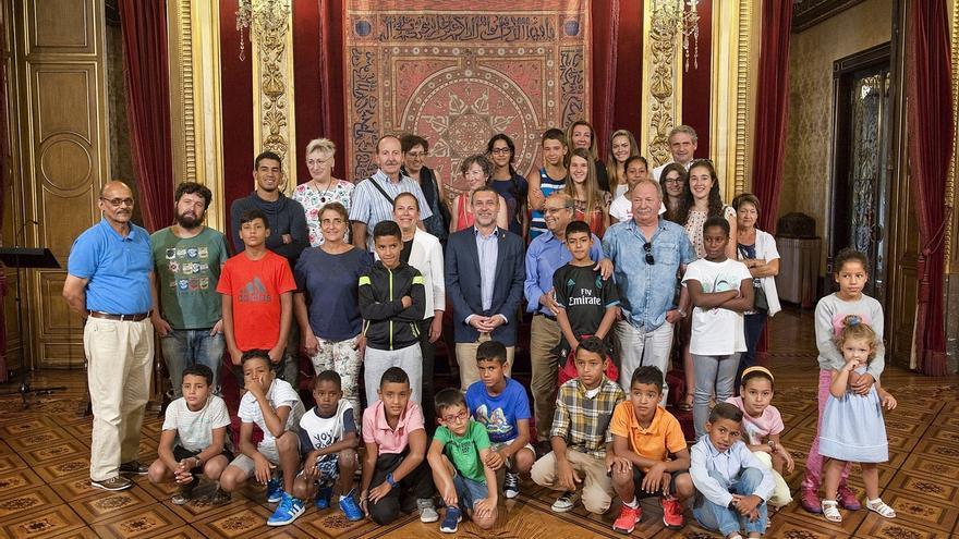 Barkos recibe a una veintena de menores saharauis acogidos este verano por familias navarras
