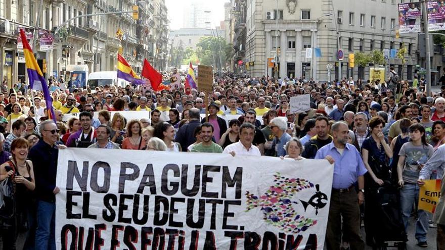 """Más de 2.000 personas protestan en Barcelona contra la """"troika"""" comunitaria"""