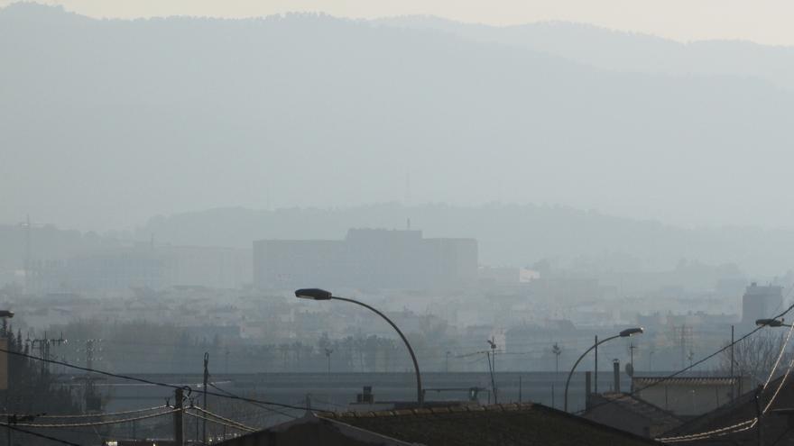 Vistas del Hospital Arrixaca dentro del a nube de contaminación