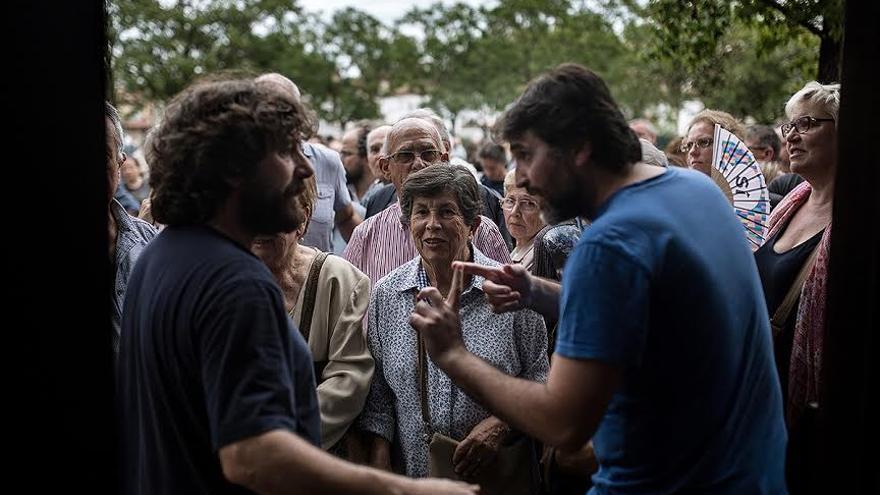 Desarrollo del referéndum en el centro de formación ocupacional en Girona