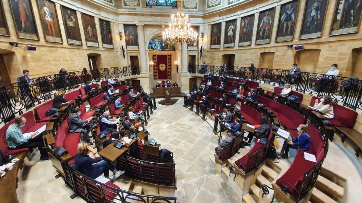 Archivo - Pleno en la Casa de Juntas de Gernika