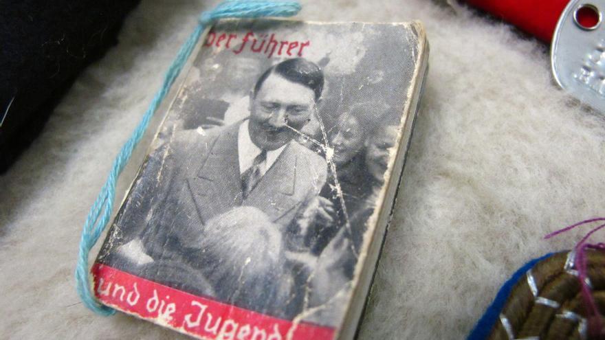 Un libro de propaganda de Hitler, subastado en Estados Unidos en 2014.