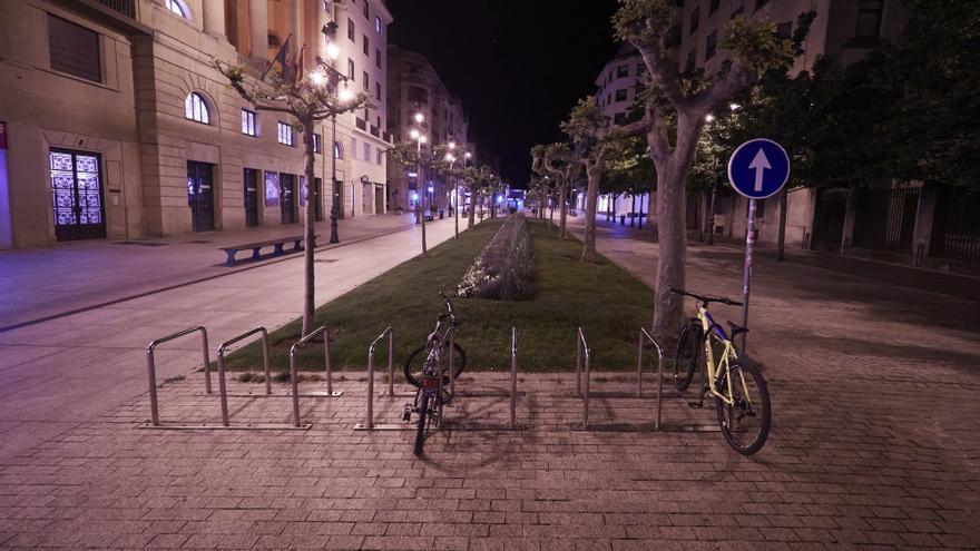 Archivo - Avenida Carlos III vacia alrededor de la media noche