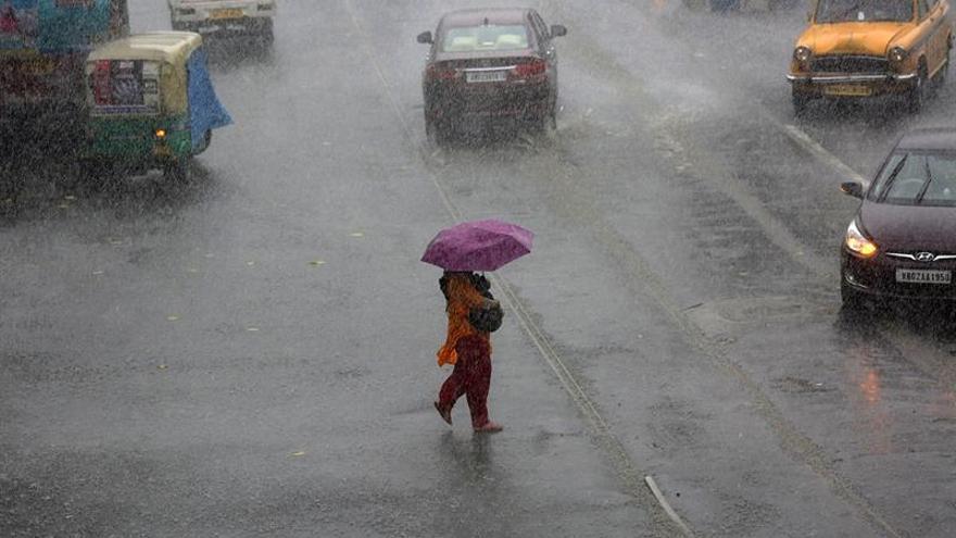 Al menos diez muertos y diez desaparecidos por fuertes lluvias en la India