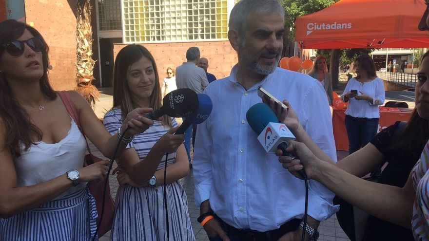Carrizosa (Cs) acusa a Puigdemont y Junqueras de escudarse tras la gente