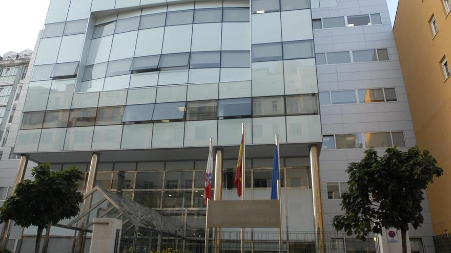 Un 44% de los empleos del Gobierno de Cantabria están vacantes o cubiertos provisionalmente por interinos