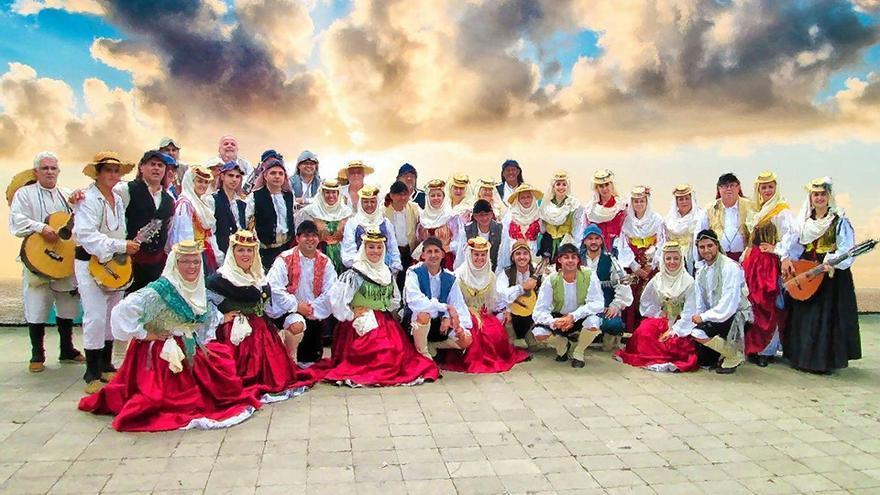 La Agrupación Folclórica Aduares celebra su 20 aniversario.