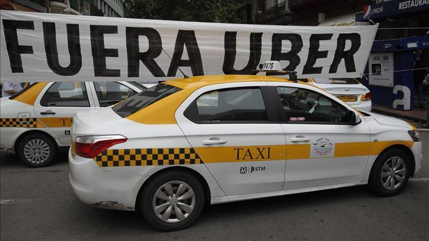 Centenares de taxistas protestan contra Uber en Montevideo