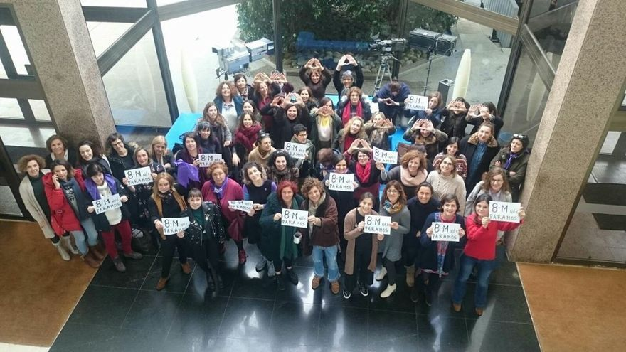 Trabajadoras de la TVG muestran su apoyo a la huelga feminista del 8M en los días previos a la huelga