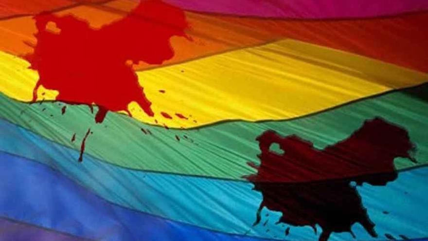Bandera LGTB ensangrentada / Gay Monterrey