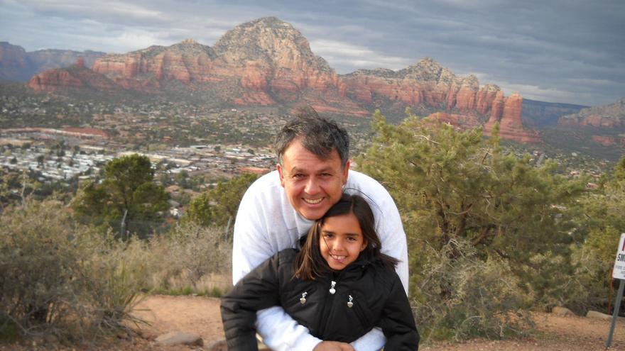 En la imagen, Juan Luis Martín Reyes con su hija Lucía en Sedona (Arizona).