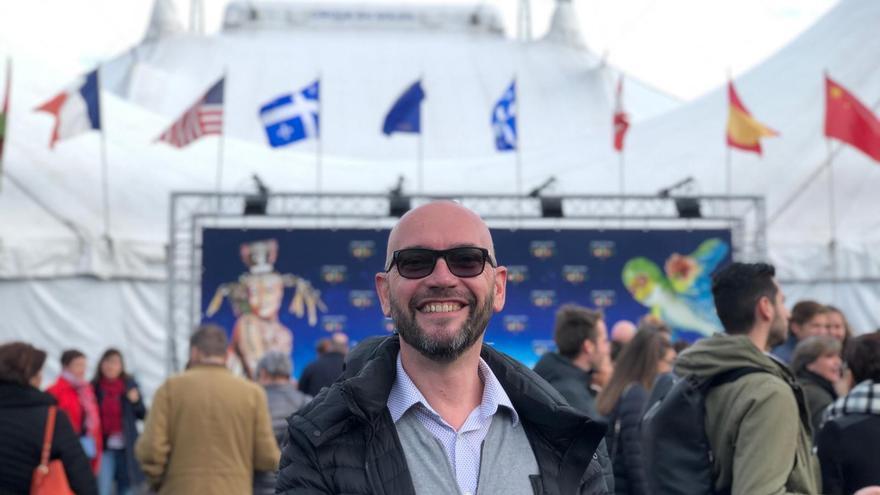 Franck Hanselman, ante la gran carpa del Circo del Sol en Ginebra.