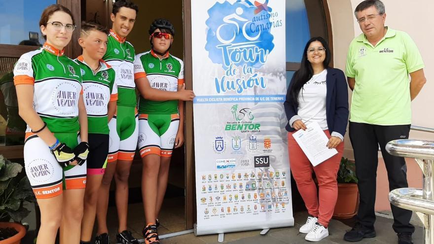Un momento de la visita de la Escuela de Ciclismo Bentor.