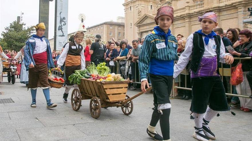 La Ofrenda de Frutos a la Virgen del Pilar llena Zaragoza de solidaridad