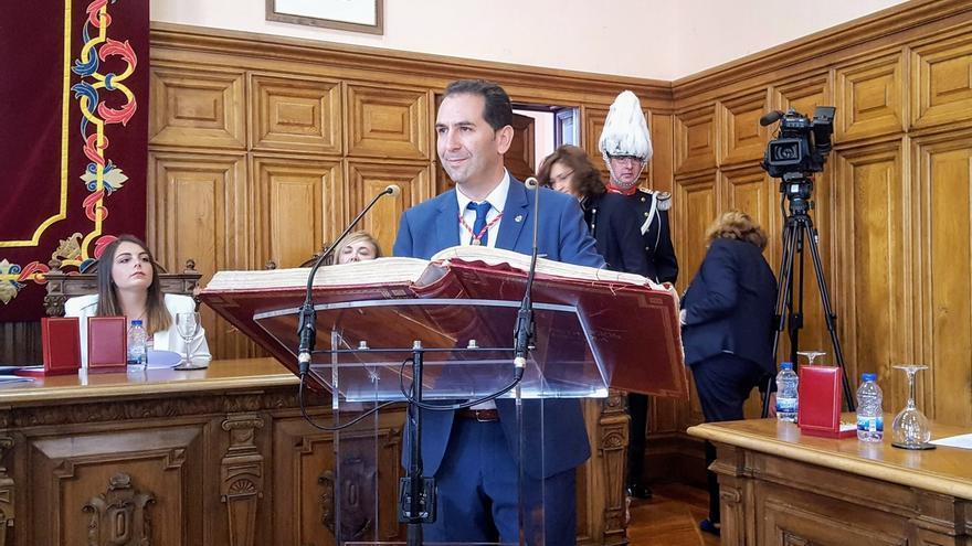 Mario Simón (Cs) durante la toma de posesión de la alcaldía a la que accedió aupado por PP y Vox
