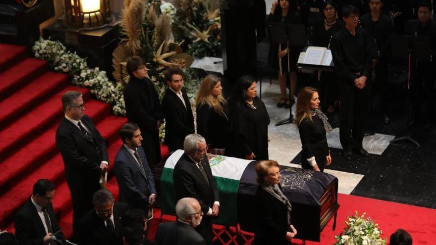 El cuerpo del historiador Miguel León Portilla durante su homenaje de cuerpo presente este jueves en Bellas Artes, en Ciudad de México (México).