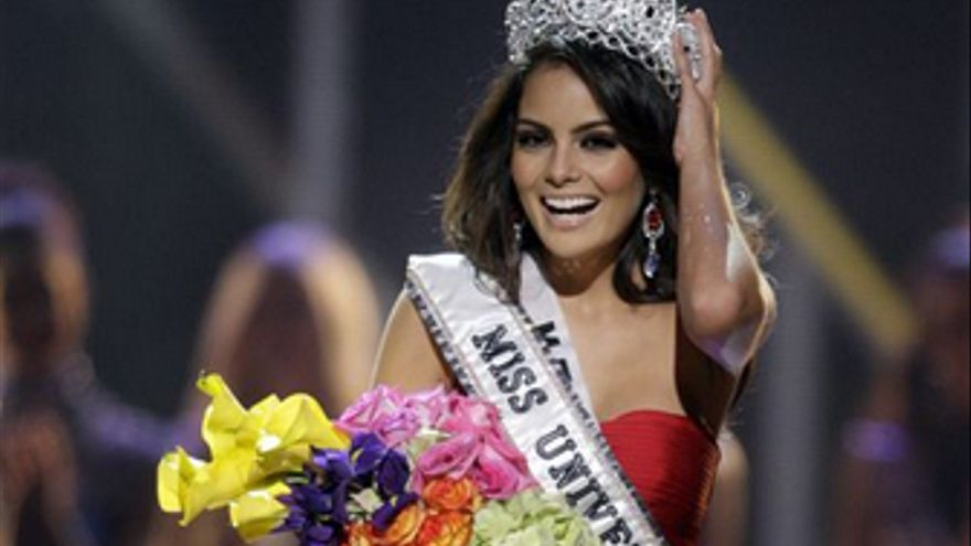Jimena Navarrete como Miss Mundo.