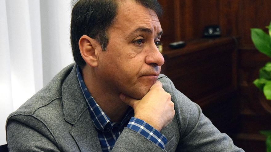 José Manuel Bermúdez, durante la entrevista en el Ayuntamiento de Santa Cruz