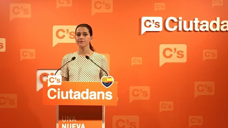"""Arrimadas dice que Puigdemont no quiere representar a todos los catalanes """"ni en la Diada"""""""
