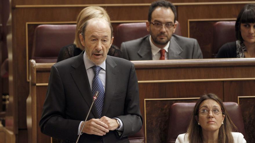 Rubalcaba ve muy grave que Rajoy asuma el rescate ante la prensa finlandesa