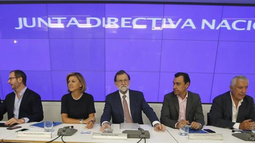 """Rajoy llama a todo el PP a pensar """"desde ya"""" en los candidatos para 2019"""
