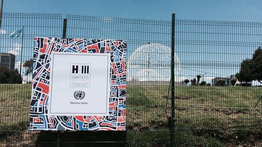 Las vallas rodean el recinto de Hábitat III cedido por Quito a la ONU.