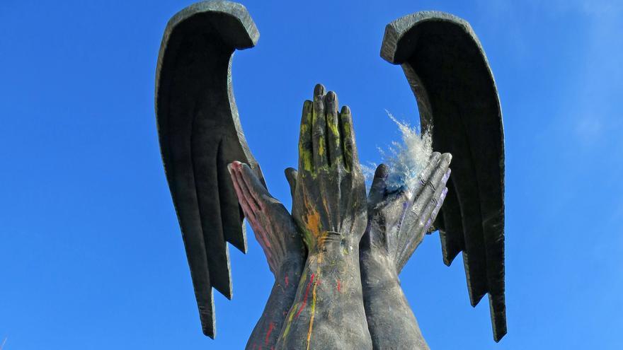 Estatua en honor a Primo de Rivera, fundador  de la Falange, en Granada.