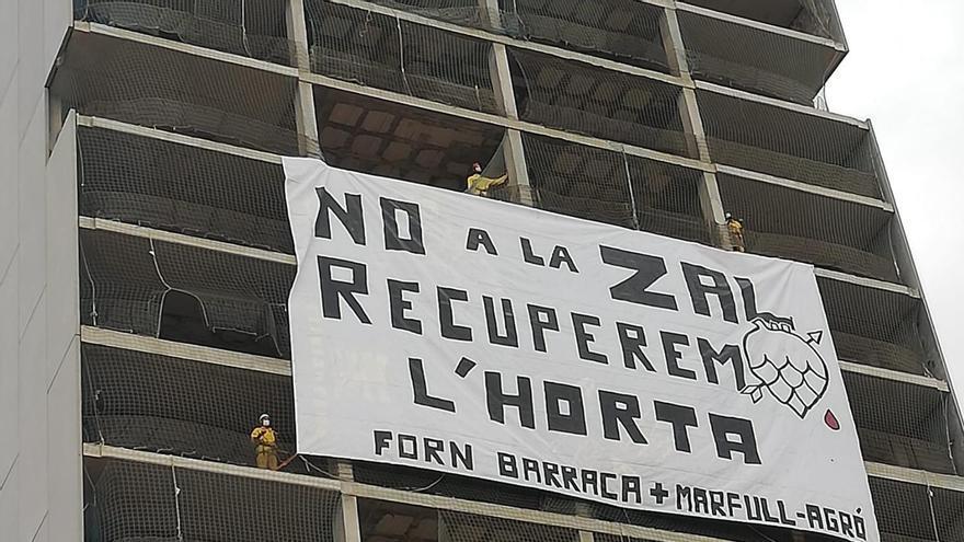Pancarta desplegada en un edificio de Sociópolis contra la ZAL en La Punta.