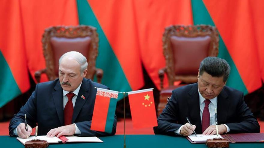Xi y Lukashenko destacan en Pekín el buen momento de las relaciones bilaterales