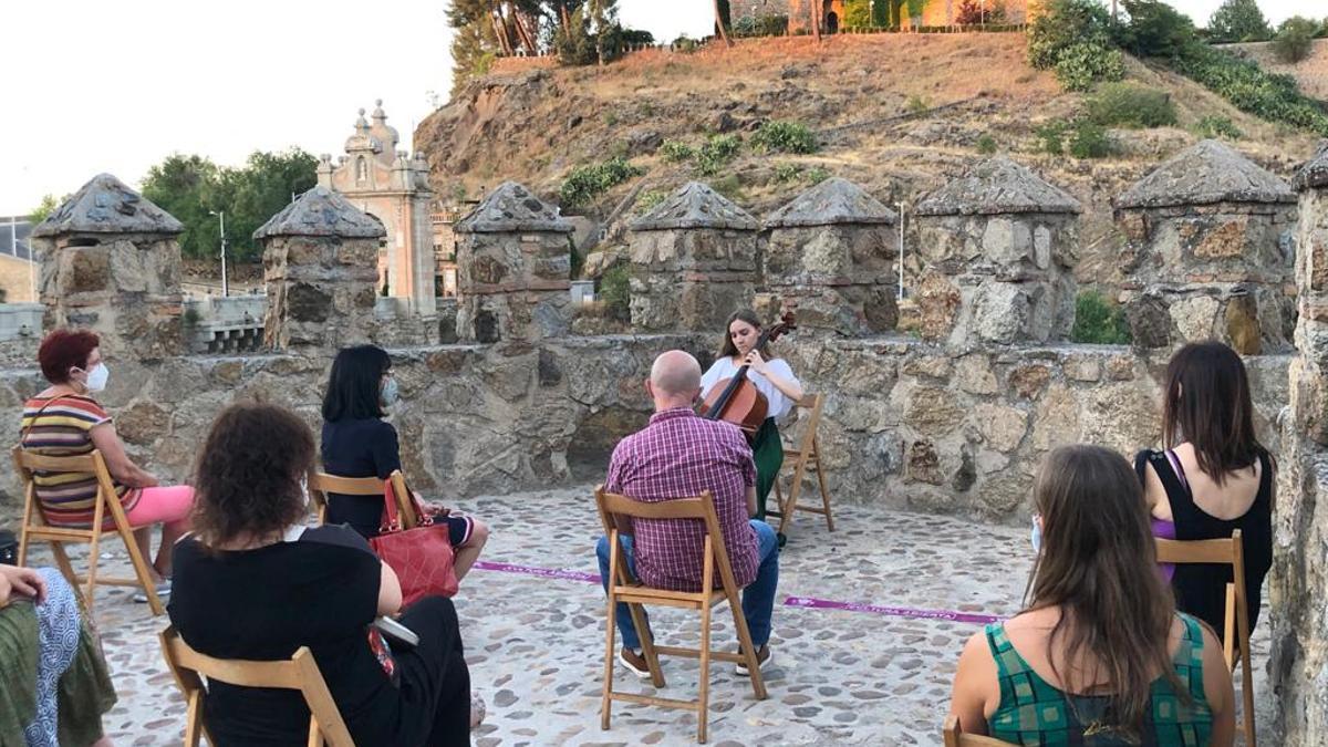 Música en las murallas de Toledo