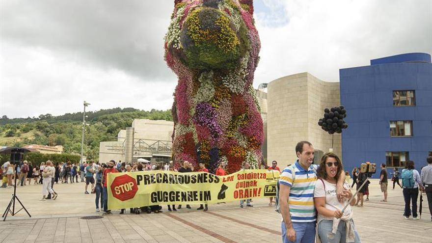 Primer día de huelga de los educadores del Guggenheim Bilbao