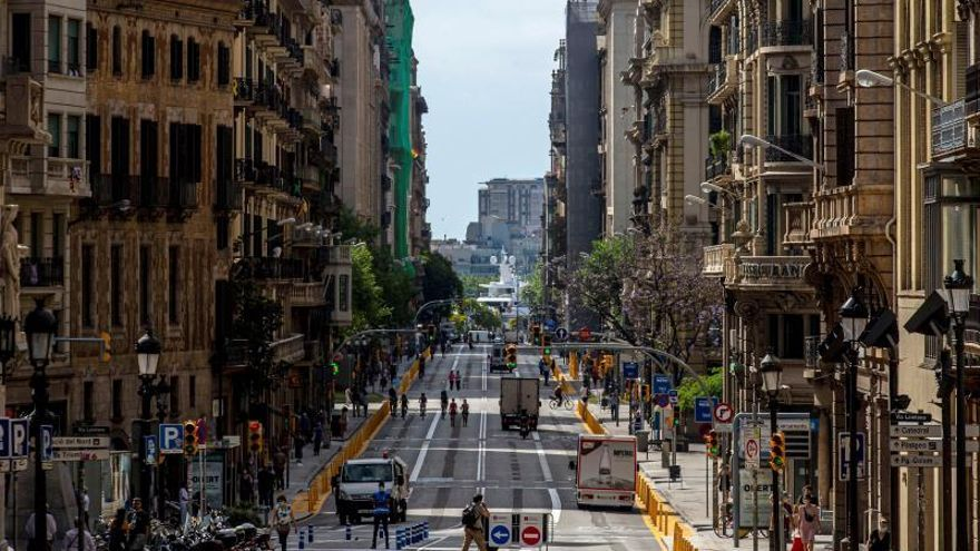 Vista general de la Vía Laietana de Barcelona, este sábado.