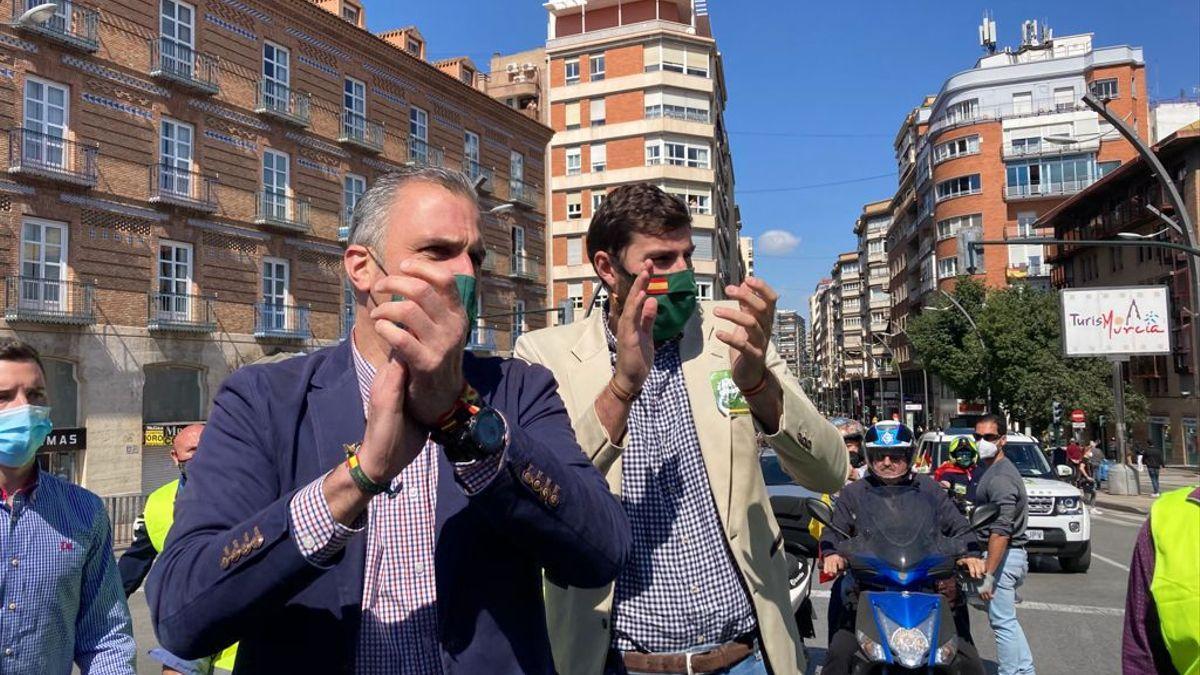 Javier Ortega Smith junto al líder de Vox en Murcia, José Ángel Antelo.