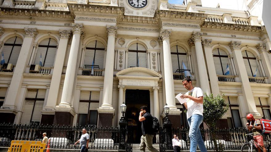 Argentina da acceso al mercado cambiario a las empresas que inviertan en gas