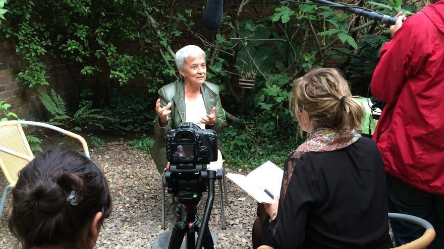 Un momento de la grabación del documental 'Mujeres al frente. la ley de las más nobles' en Colombia.