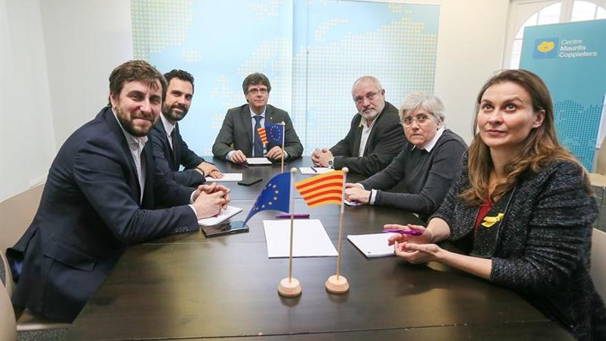 Tres exconsellers en Bélgica dejan su escaño para blindar la mayoría soberanista
