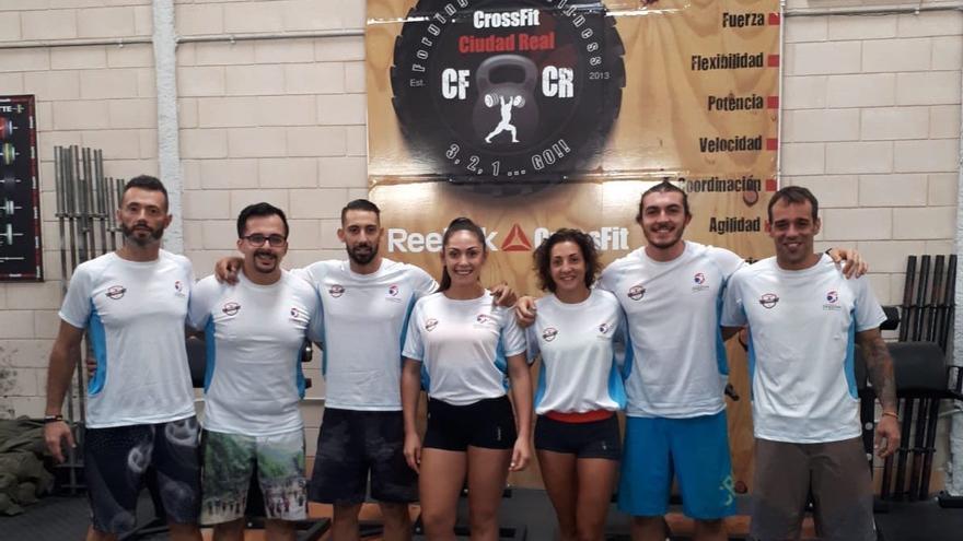 Los atletas que participan en la competición.