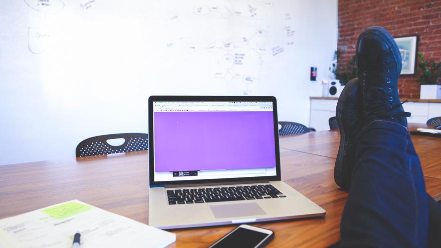 Las empresas pueden leer nuestros correos o monitorizar nuestro móvil corporativo