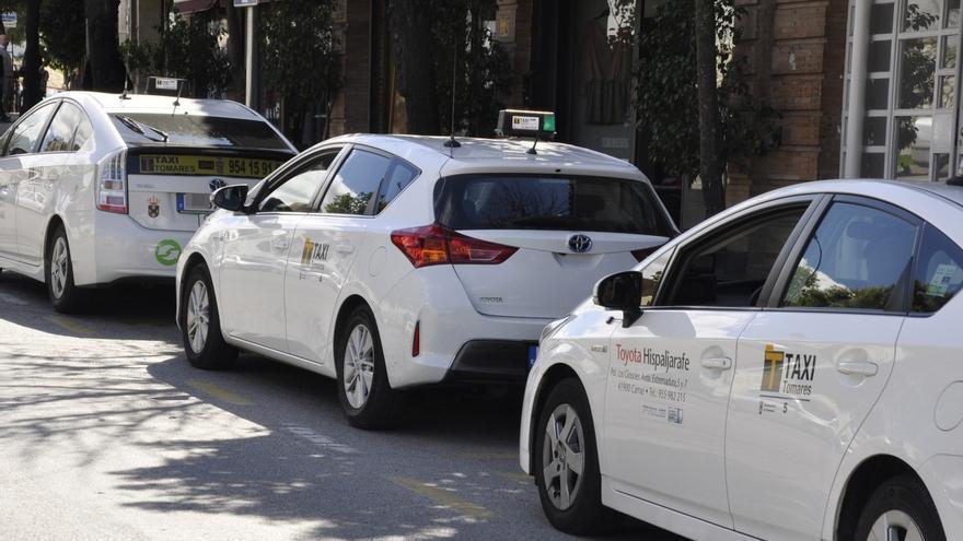 La Junta abre 137 expedientes sancionadores a VTC y 263 expedientes a taxis piratas en el último año y medio