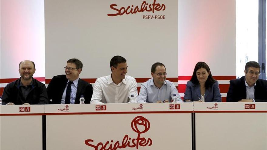 Pedro Sánchez supera a Rajoy en valoración ciudadana en su estreno en el CIS
