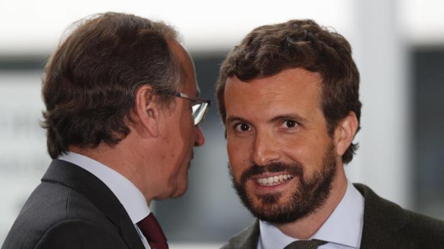 El líder del PP, Pablo Casado, junto al candidato de los populares a lehendakari, Alfonso Alonso.