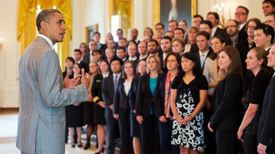 Obama recibe en la Casa Blanca a los científicos jóvenes galardonados con el premio PECASE