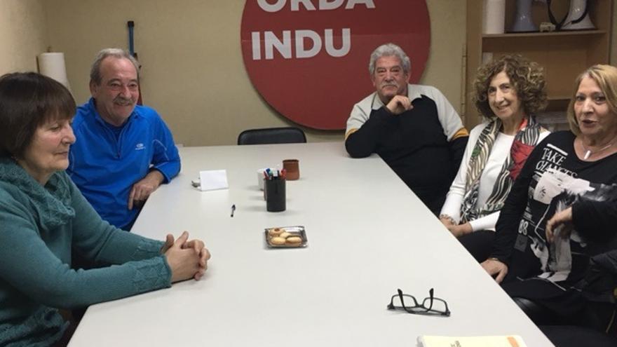 Miembros de Ordaindu durante la entrevista con eldiarionorte.es